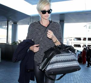 Charlize Theron : son look casual chic pour voyager, une tenue à shopper !