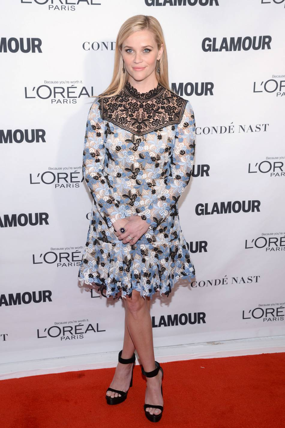 Reese Witherspoon dans une robe Erdem RE16 aux Glamour Awards le 9 novembre 2015 à New York.