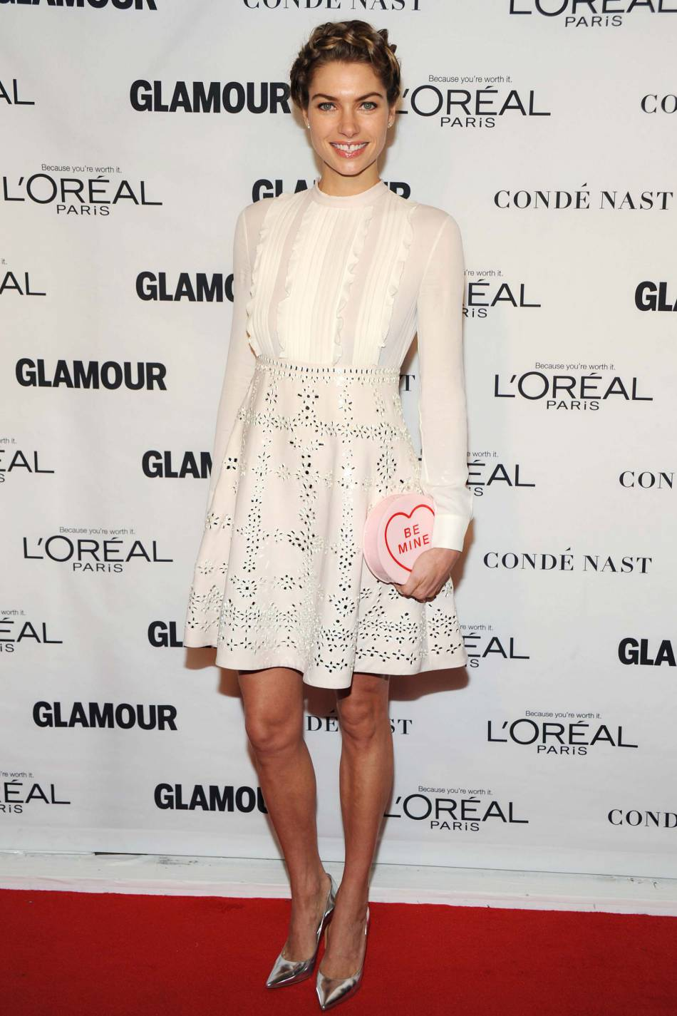 Jessica Hart aux Glamour Awards le 9 novembre 2015 à New York.