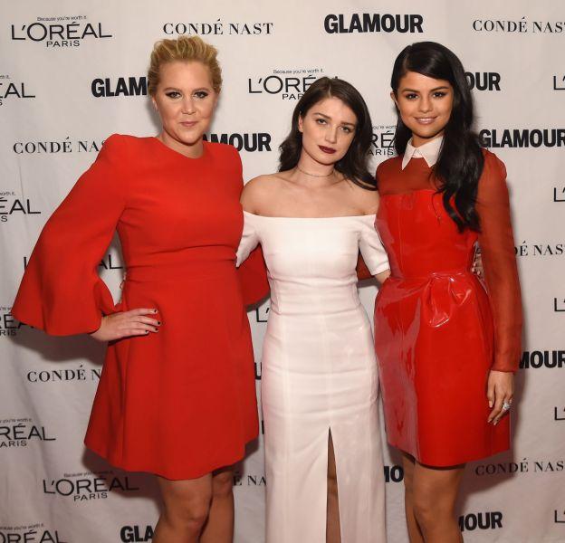 Amy Schumer, Eve Hewson et Selena Gomez aux Glamour Awards le 9 novembre 2015 à Los Angeles.