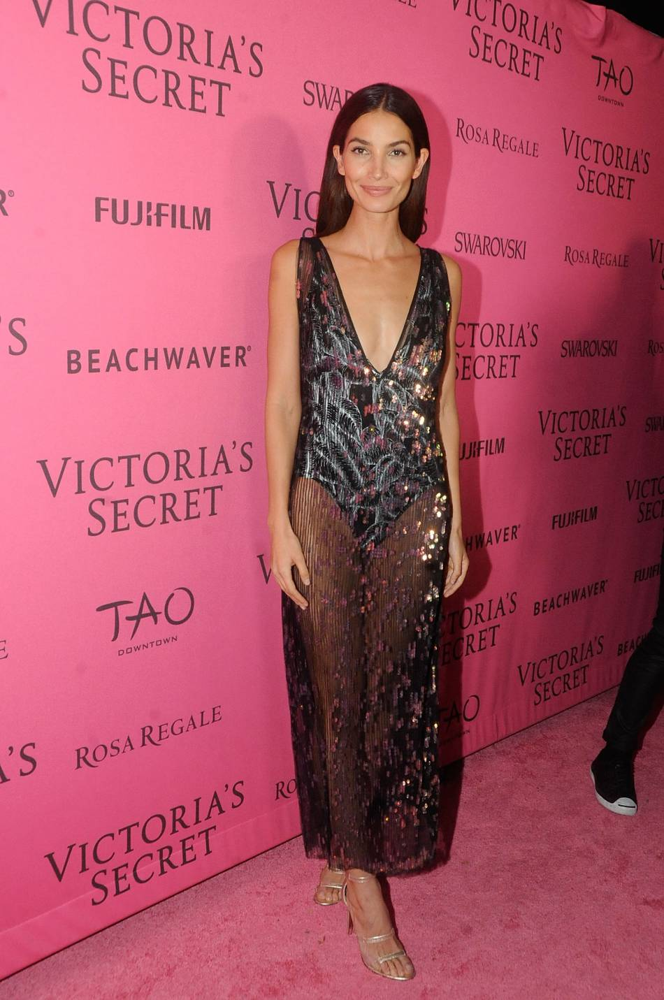 Lily Aldridge joue la carte de la transparence en robe Thakoon à l'after party du show Victoria's Secret 2015 à New York le 10 novembre.