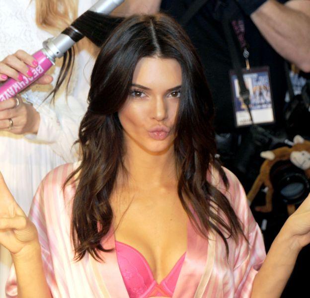 Kendall Jenner, complètement sexy et divine dans les backstages du show Victoria's Secret.