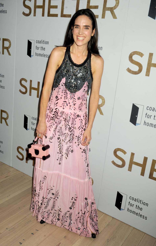 """Jennifer Connelly, fière et souriante à l'avant-première de """"Shelter"""", réalisé par son mari Paul Bettany."""