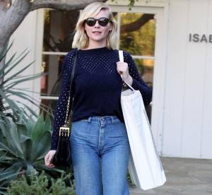 Kirsten Dunst : son look city chic à shopper !