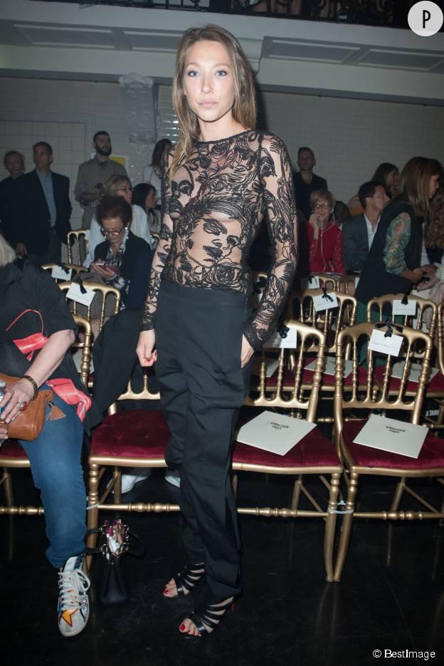 Laura Smet et son top transparent au défilé Jean Paul Gaultier collection Haute Couture automne/hiver 2015-2016.