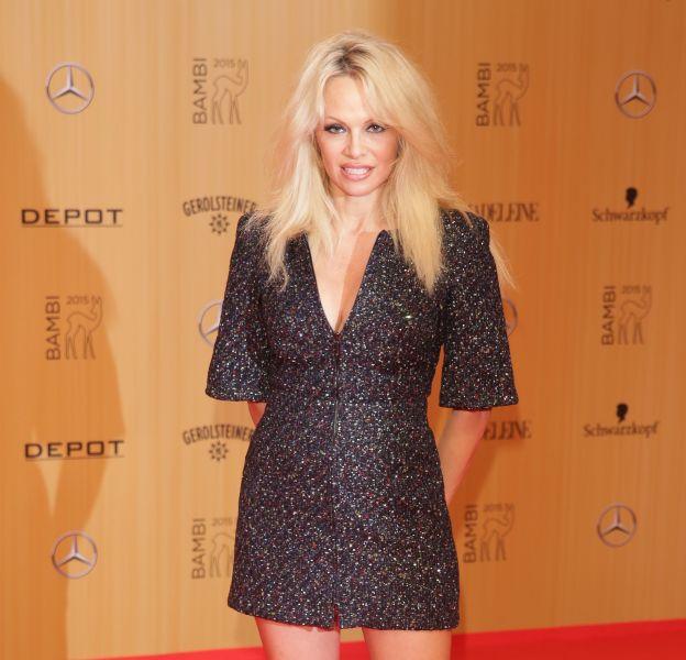 Pamela Anderson, apparition surprise aux Bambi Awards 2015 le 12 novembre à Berlin.