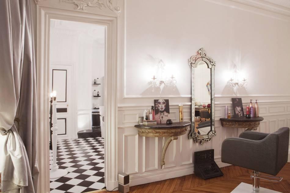 Romain Colors : 27, rue La Boétie, 75008 Paris.