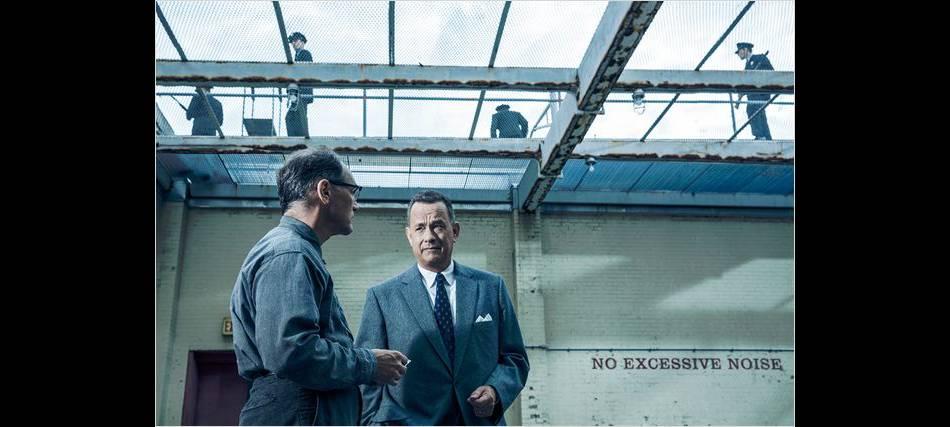 James Donovan (Tom Hanks) assure la défense de l'espion présumé Rudolf Abel (Mark Rylance).