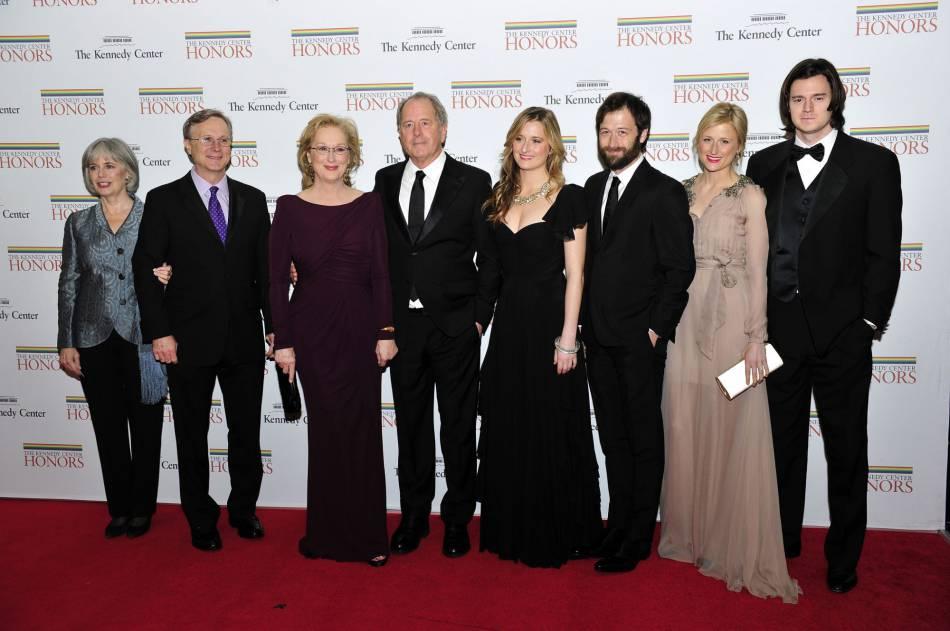 Meryl Streep, son mari Don (à sa droite) et leur fils Henry (troisième en partant de la droite).