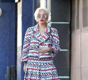 Lady Gaga rend hommage à Paris avec un look bleu, blanc, rouge