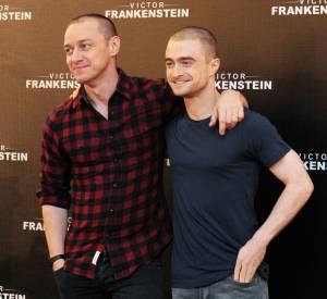 """Daniel Radcliffe et James McAvoy, lors de la conférence de presse pré-projection du film """"Docteur Frankenstein"""", le 14 novembre 2015 à Mexico."""