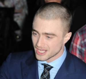 Daniel Radcliffe a bien changé. Il s'est rasé la tête.