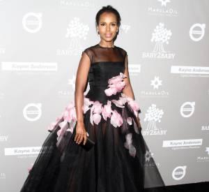 Kerry Washington dans une robe Giambattista Valli lors du gala Baby2Baby à Los Angeles le 14 novembre 2015.