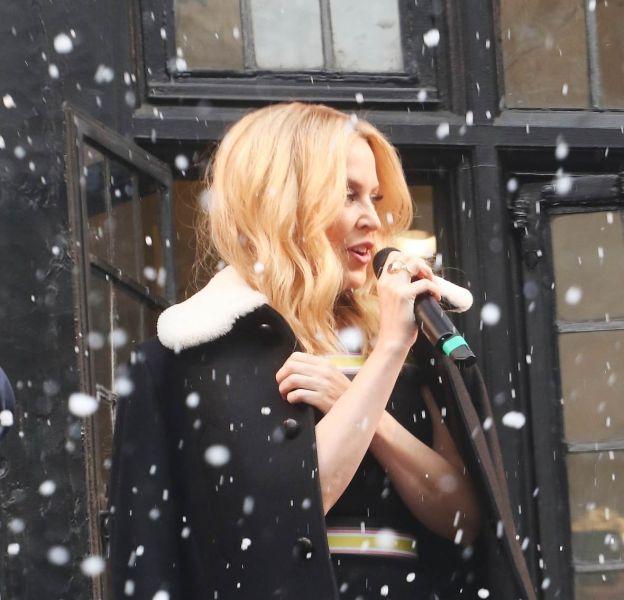 Kylie Minogue célèbre Noël à Londres le 15 novembre 2015.