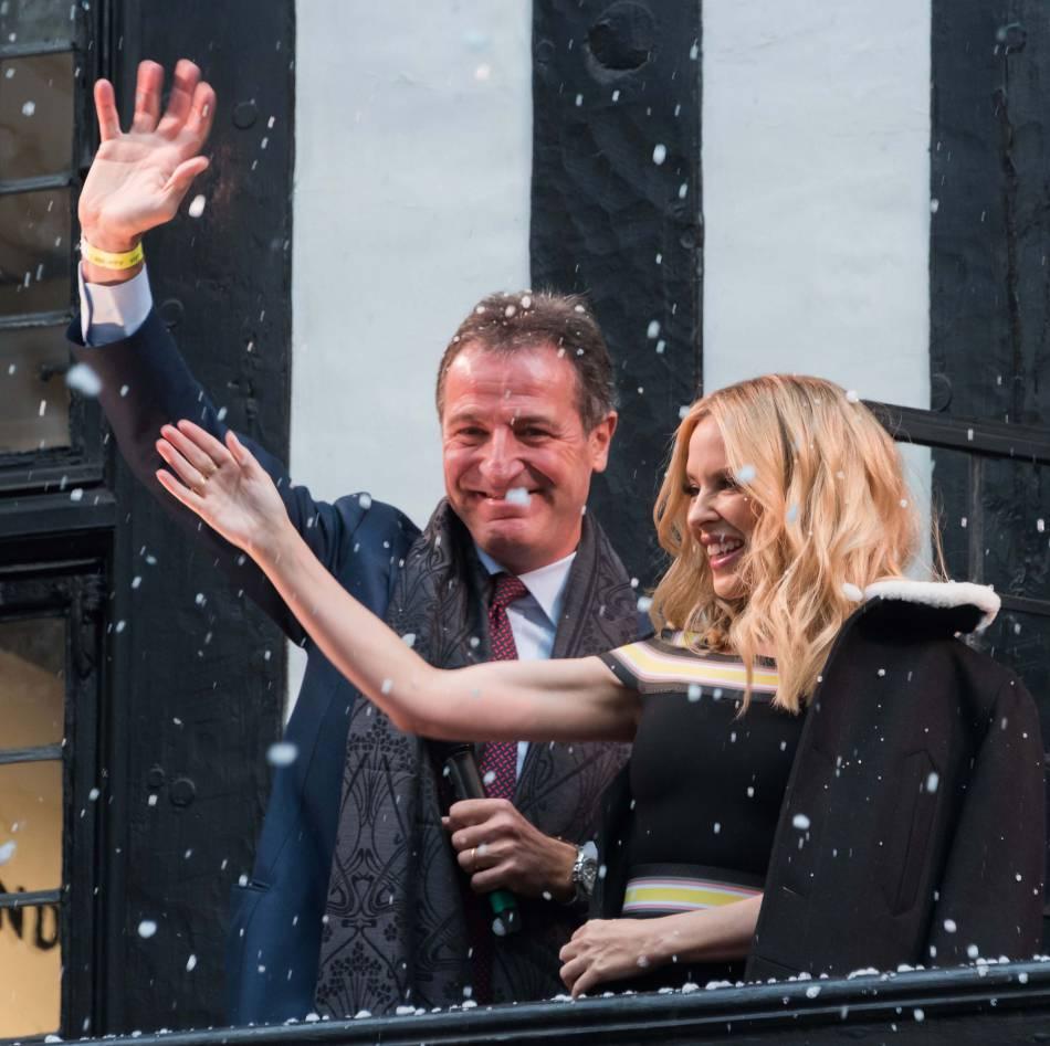 Kylie Minogue sous la neige à Londres.
