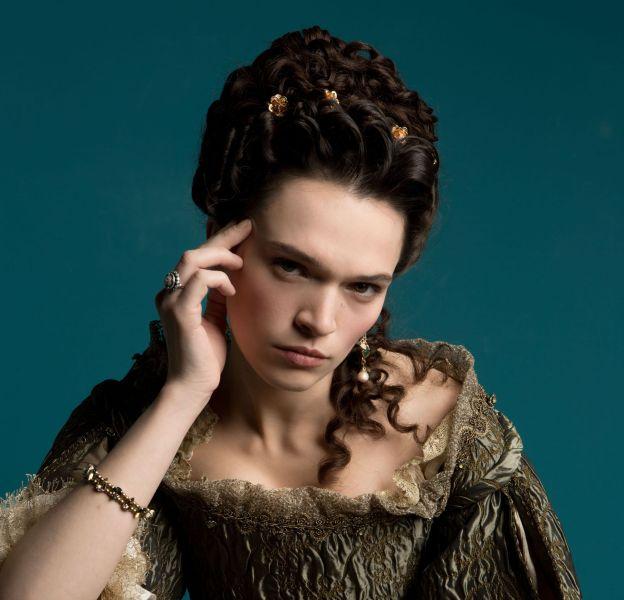 Madame de Montespan était toujours très apprêtée et vêtue des plus belles robes de la cour.