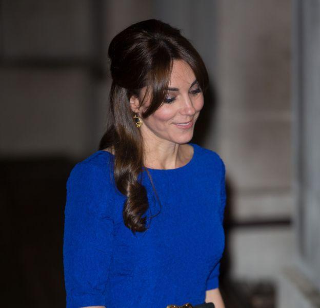 Kate Middleton, jolie comme tout dans une robe signée Saloni Lodha.