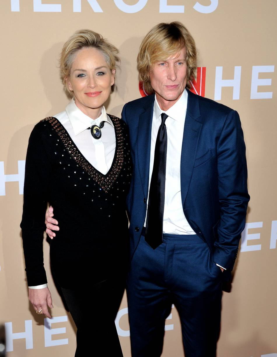 Sharon Stone et Scott Woodward lors de la soirée CNN Heroes: An All-Star Tribute à new York le 17 novembre 2015.