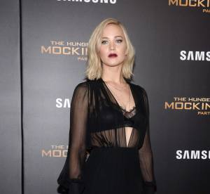 Jennifer Lawrence : robe transparente et shot de Bourbon, elle se lâche !