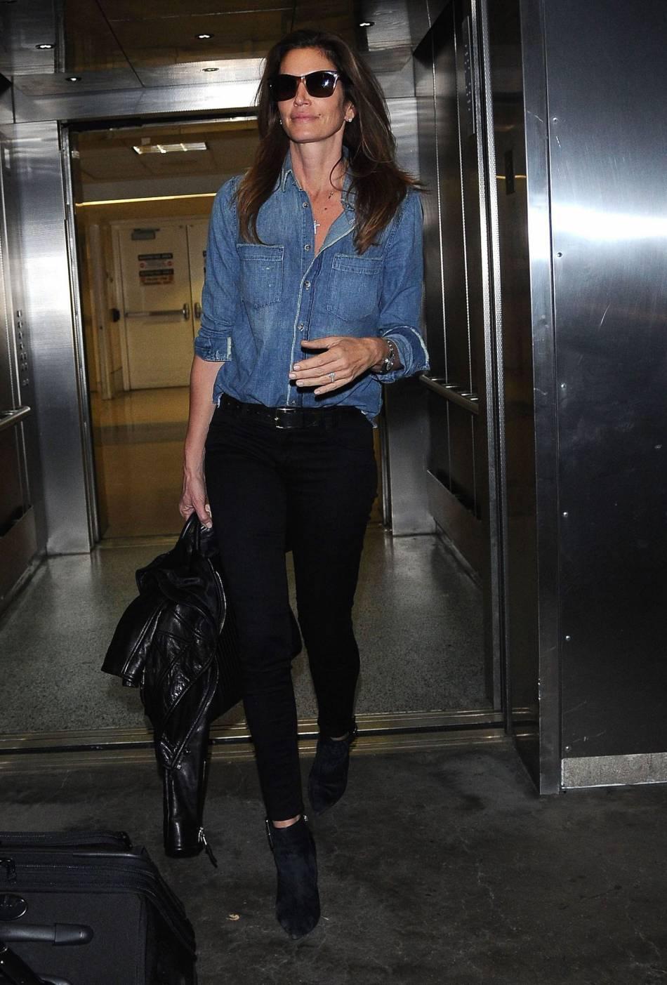Cindy Crawford : à bientôt 50 ans, l'ancien top model n'a rien perdu de son style et de sa beauté.