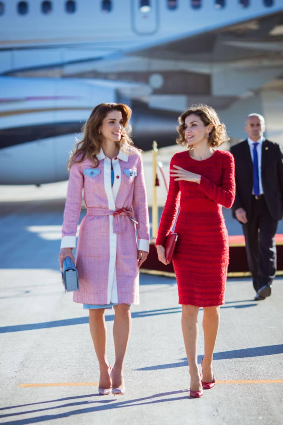 Rania de Jordanie et Letizia Ortiz à l'aéroport Barajas Adolfo Suárez à Madrid le 19 novembre 2015.