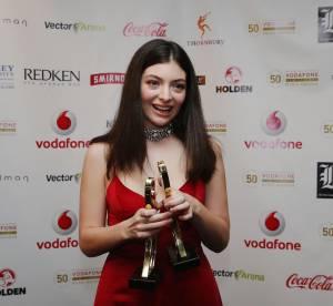 Lorde : de plus en plus sexy, elle ose la robe ultra décolletée.
