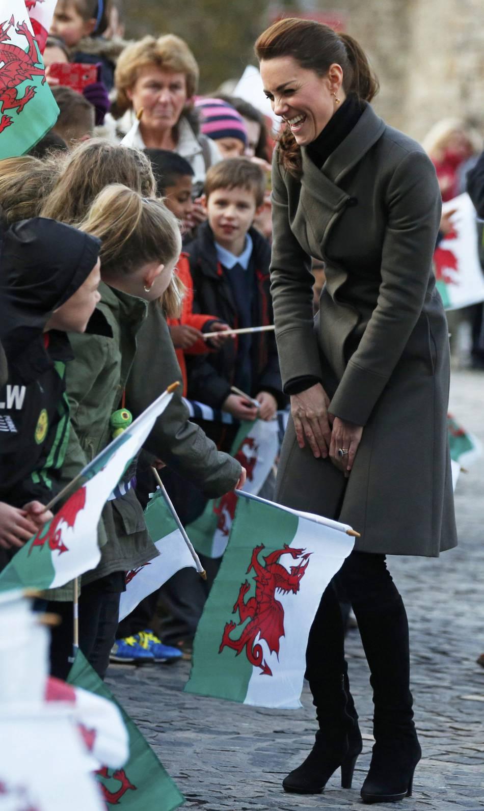 Kate Middleton porte pour l'occaison un manteau Reiss.