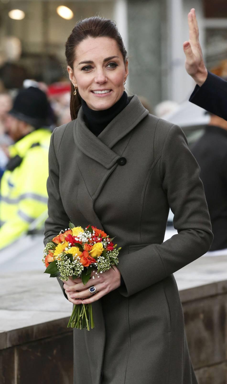 Kate Middleton arborait pour l'occasion un look casual chic.