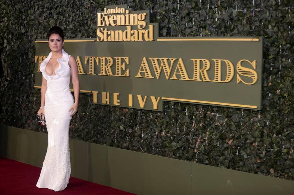 Salma Hayek auxEvening Standard Theatre Awards à Londres, ce dimanche 22 novembre 2015.