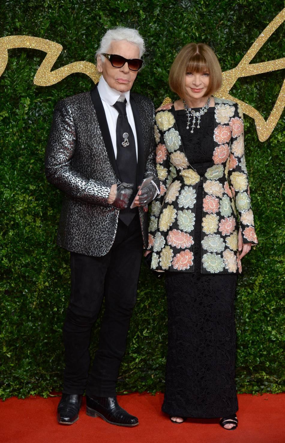 """Karl Lagerfeld, ici à côté d'Anna Wintour a reçu le Bristish Fashion Award de la """"réussite exemplaire dans la mode""""."""