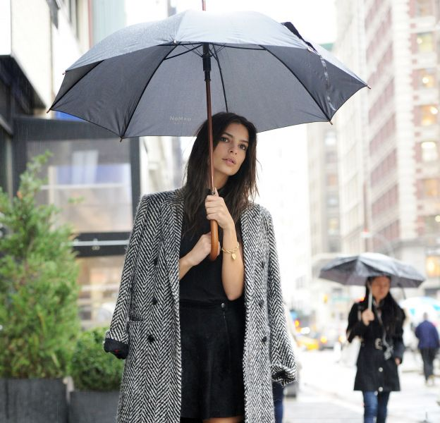 Emily Ratajkowski dans les rues de New York le 19 novembre 2015.
