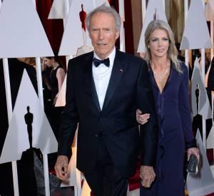 Clint Eastwood et Christina Sandera aux Oscars de 2015, en février 2015.