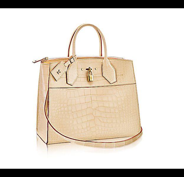"""Ce sac Louis Vuitton, de la gamme """"City Steamer MM"""" coûte 42 000 €."""