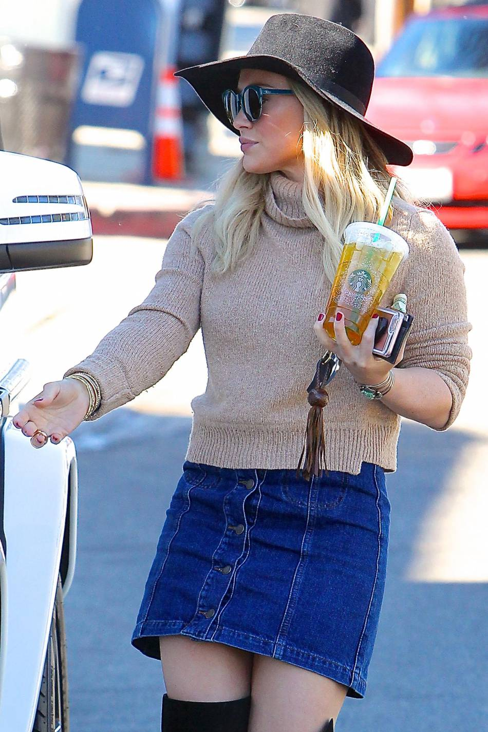 On adopte le look seventies d'Hilary Duff !