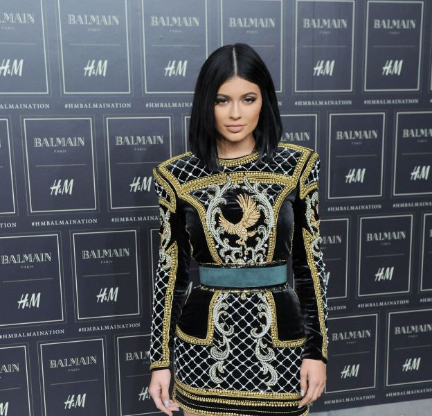 Kylie Jenner dévoile en exclusivité sa collection de maquillage sur Instagram.