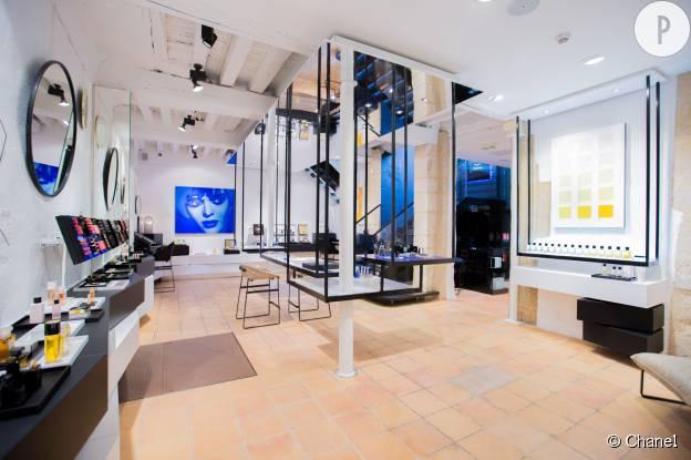 beaut chanel d voile sa premi re boutique parfums beaut dans le marais. Black Bedroom Furniture Sets. Home Design Ideas