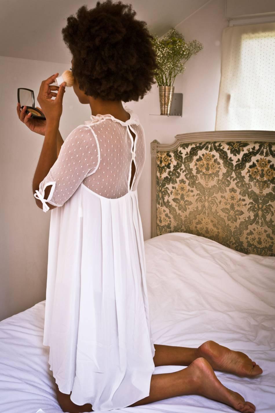 """La jolie chemise de nuit """"Petit Lever"""" de 71 bis."""