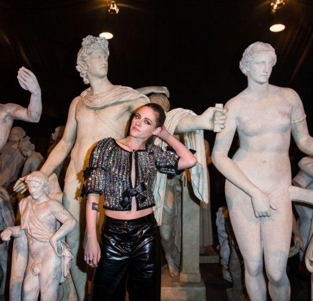 Kristen Stewart au défilé Chanel Métiers d'Arts Paris à Rome 2015-2016 le 1er décembre 2015.