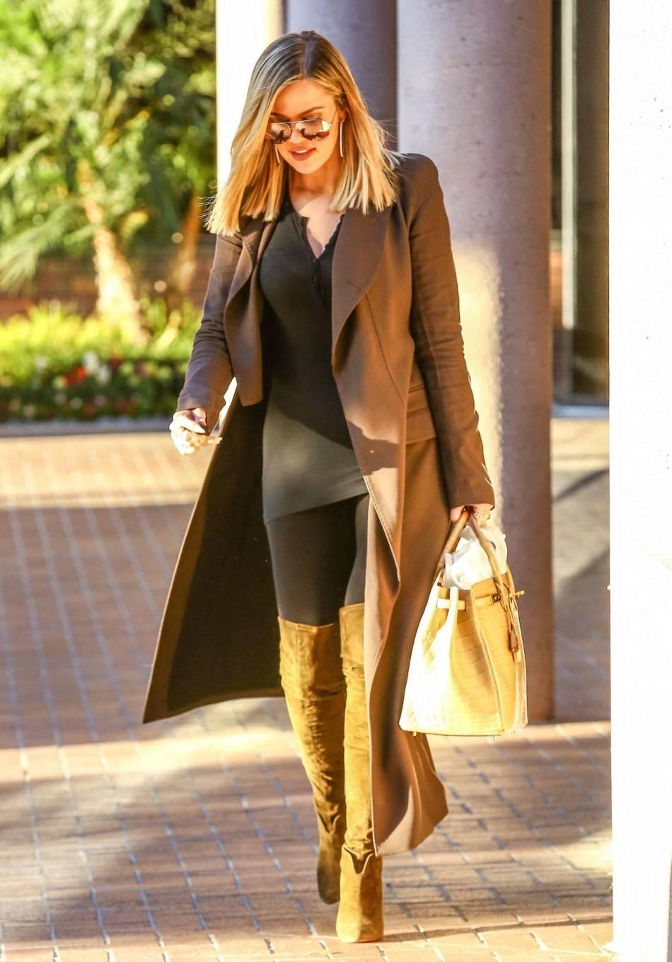 Khloe Kardashian, son look en legging et cuissardes nous inspire.