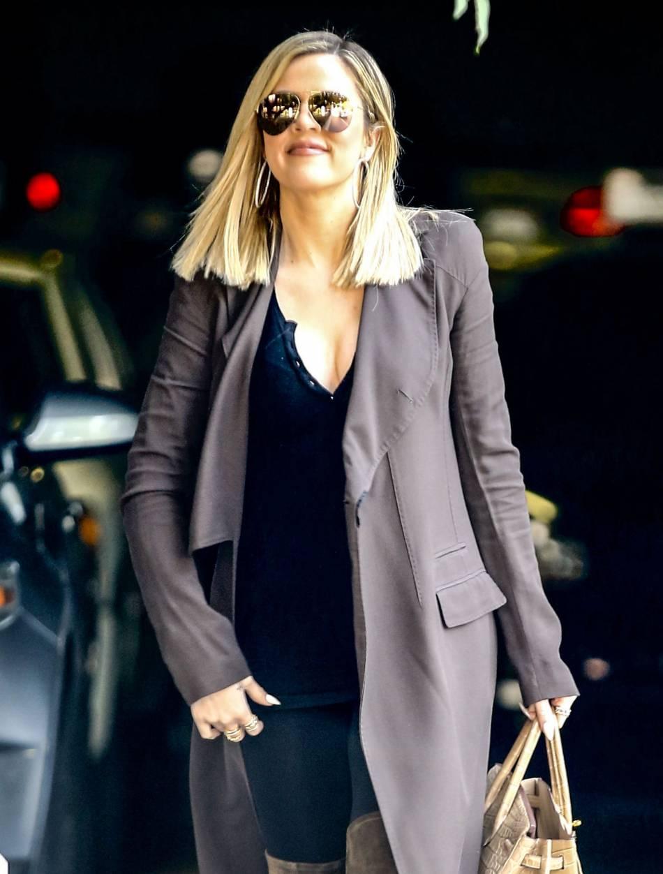 On piquerait bien le manteau fluide et très élégant de Khloe Kardashian !