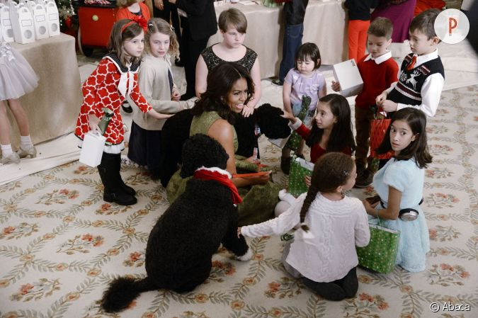 michelle obama pr sente ses deux chiens aux enfants de. Black Bedroom Furniture Sets. Home Design Ideas