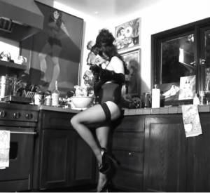 Pamela Anderson, en lingerie coquine pour Noël.