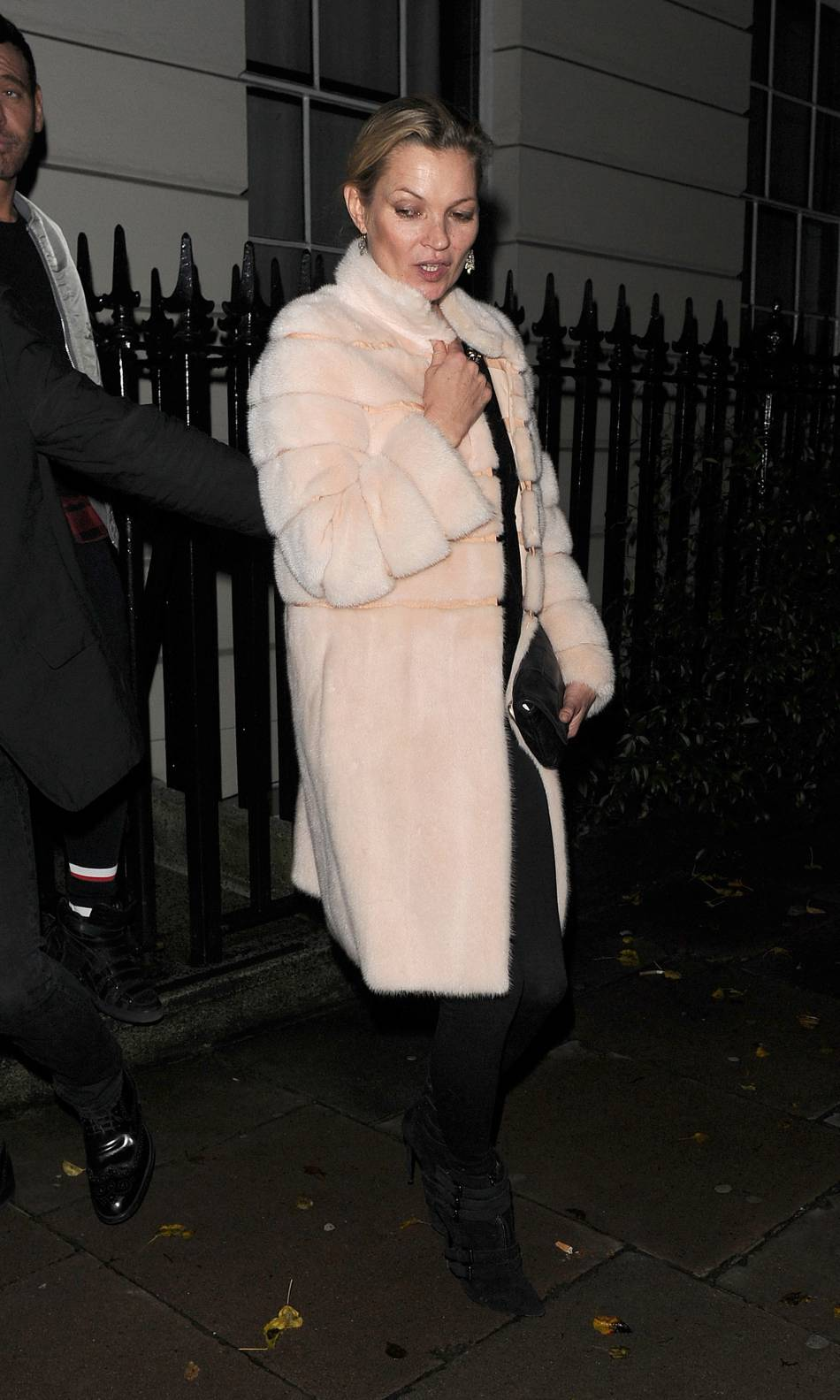 Kate Moss a elle opté pour une tenue moins risquée.