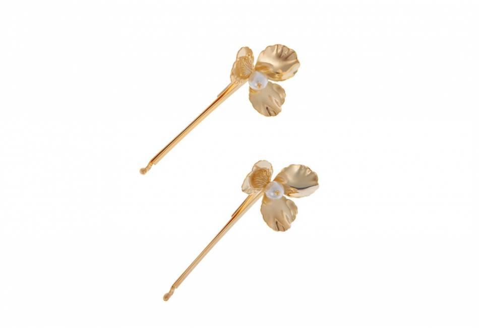 Barrettes dorées ornées d'une perle, Rosantica chez Net-A-Porter. 80€.