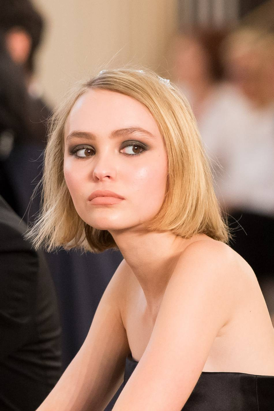 lily rose depp elle partage un selfie dans un top d collet puretrend. Black Bedroom Furniture Sets. Home Design Ideas