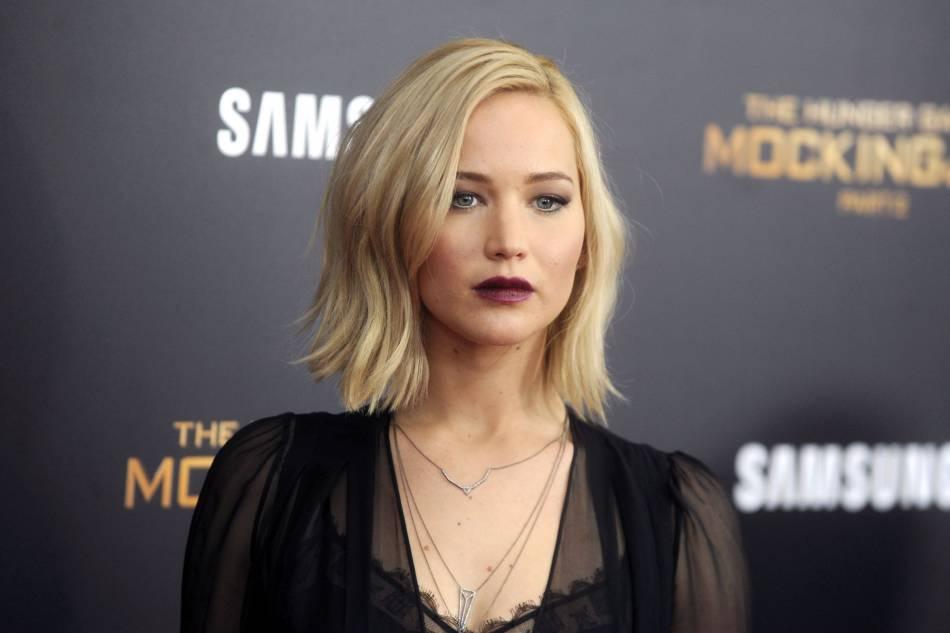 Jennifer Lawrence est canon avec ce carré destructuré blond quasi platine.
