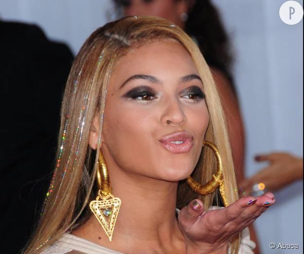 Beyoncé et ses tinsels aux Grammy Awards 2010.
