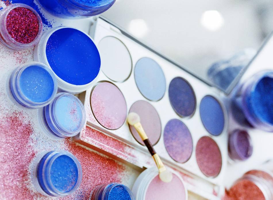 Beaut les 2 couleurs avoir dans son vanity en 2016 - Couleur pantone le bleu serenite dans la deco interieure ...