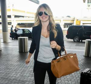 Kate Upton : sac Hermès et slippers en cuir... Son look city chic à shopper