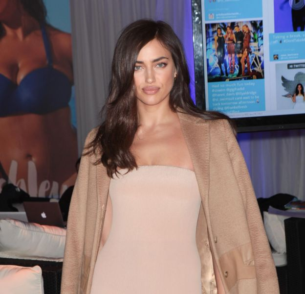 Irina Shayk se dévoile uniquement vêtue d'un string dans le Sports Illustrated Swimsuit 2016.